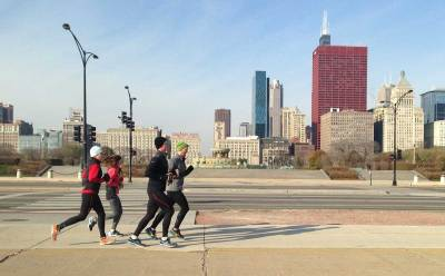Photo by Katherine Dempsey. Runners move along the Chicago lakefront. Iliotibial band syndrome is the second most common reason for side knee pain among runners. Michael Jones, a clinical assistant professor at the University of Illinois at Chicago, is using 3D gait analysis to help him study it.